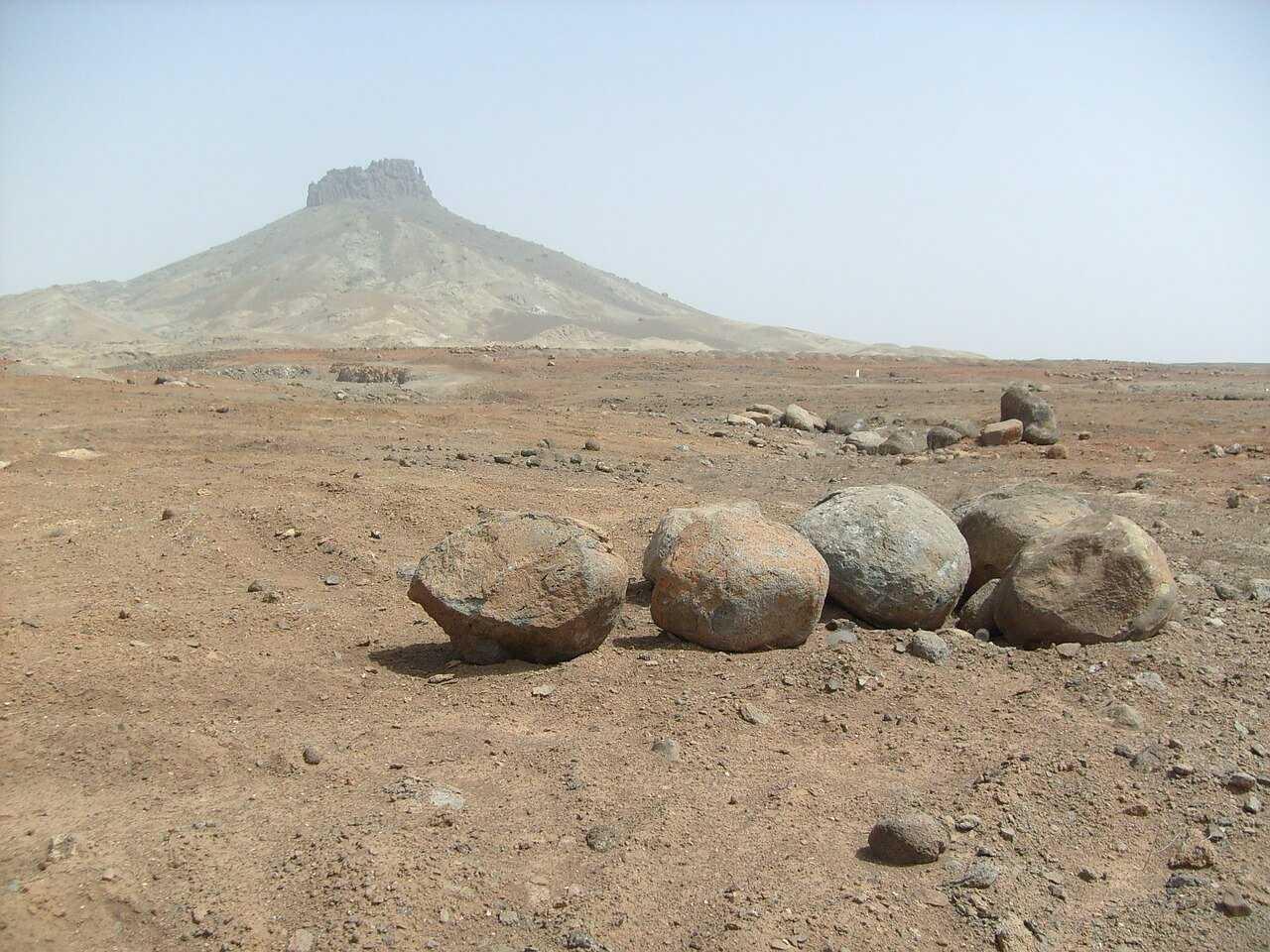 Things to Do in Boa Vista - stones desert