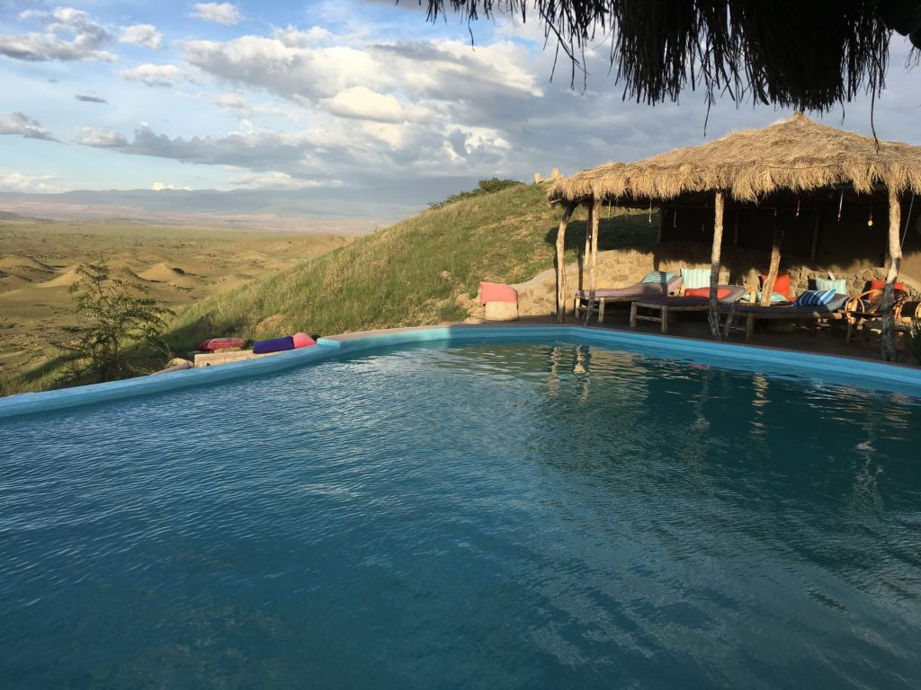 Serengeti_National_Park_Safari_lodge_pool