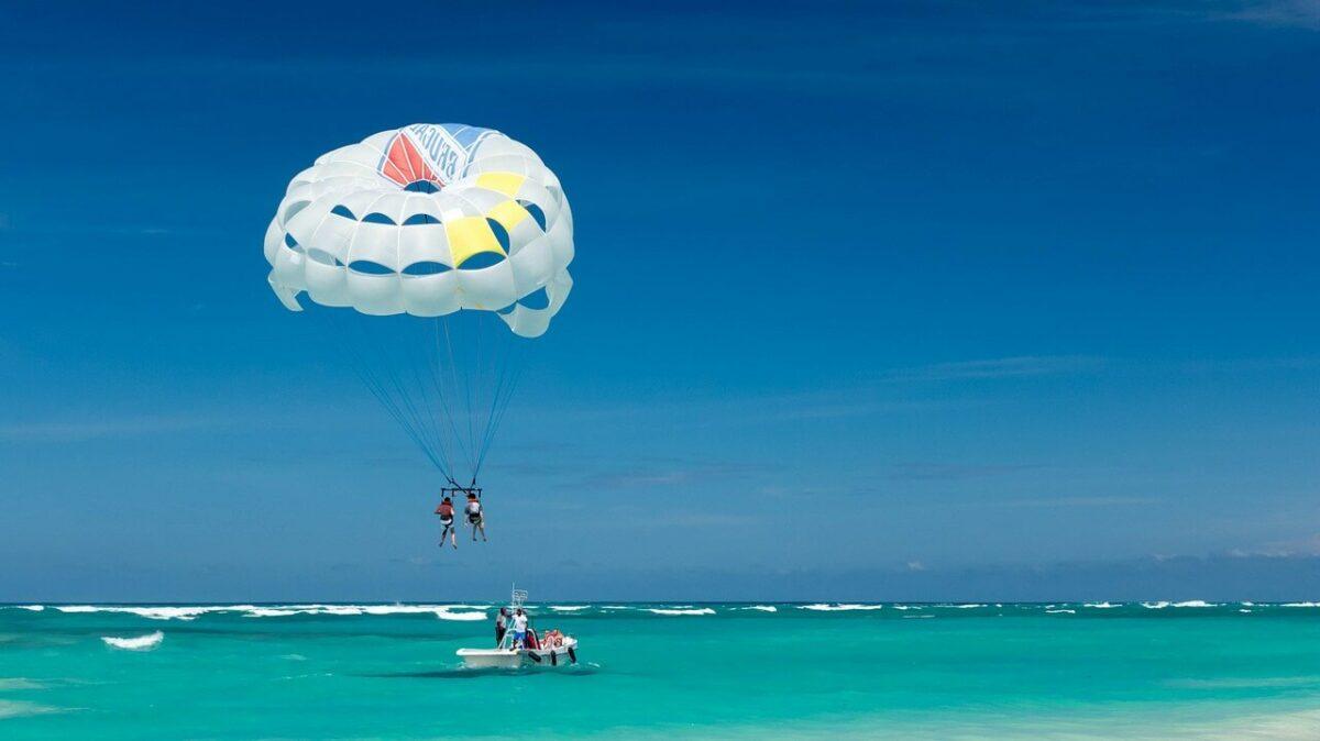 Water activities in Mombasa - Paragliding / Parasailing